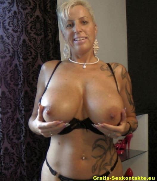 Nude female muscle video